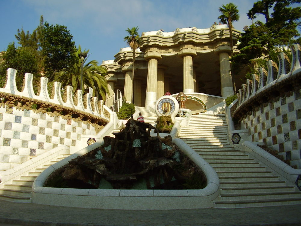 barcelona gaudi guell private tour