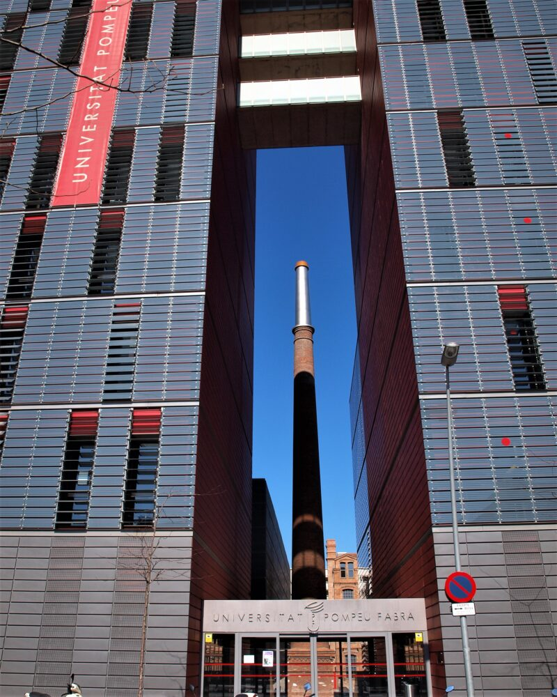 22@ barcelona district guided tours